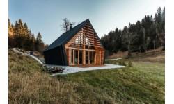 Ngắm ngôi nhà gỗ hình kim cương ấm cúng trên thảo nguyên