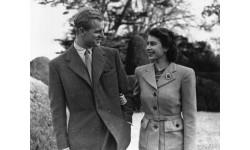 Tình yêu của Nữ hoàng Anh và Hoàng thân Philip thay đổi như thế nào theo thời gian?
