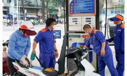 Giá xăng RON95-III giảm 238 đồng/lít
