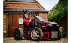 Máy cắt cỏ đạt kỷ lục thế giới với tốc độ 'khủng khiếp' 230 km/h
